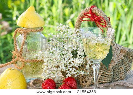 Elderflower champagne and strawberries