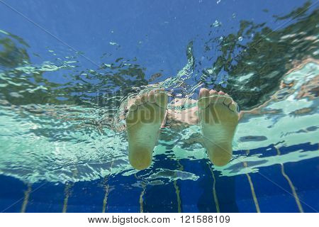 Feet Pool Underwater Closeup
