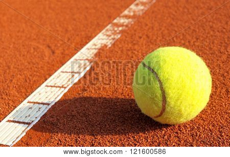 tennis ball and tennis court