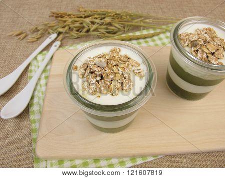 Jelled green smoothie with matcha, yogurt and muesli