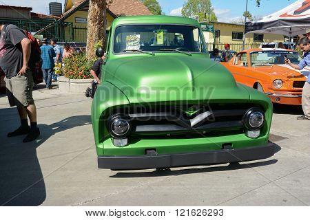 Ford Pickup Hot Rod V8