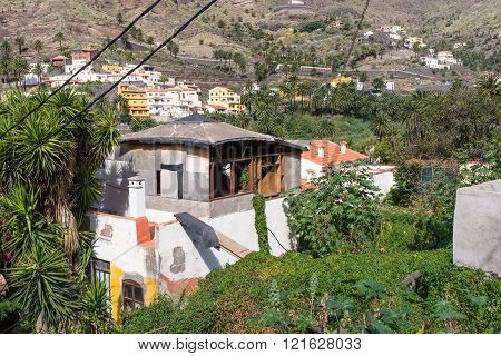 LA GOMERA, SPAIN - JANUARY 28. Single house to sale in the Valle Gran Rey on La Gomera on January 28, 2016. The Valle Gran Rey, the beautiful canyon on the Canary island, has a unique nature that invites to hike