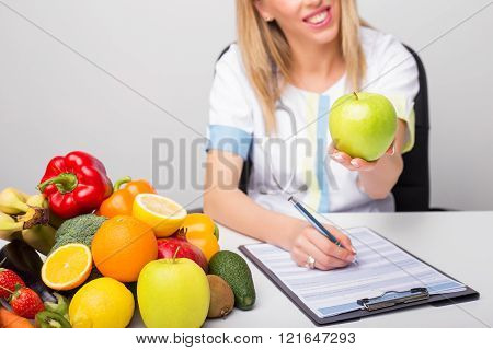 Health professional suggesting healthy lifestyle