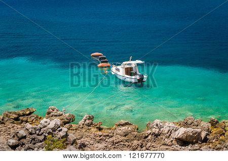 Small fishing boat moored at paradise bay shore