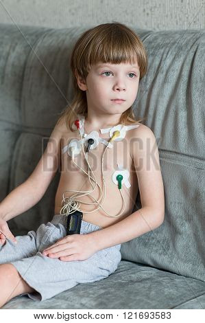 Heart Cardiogram Using Holter