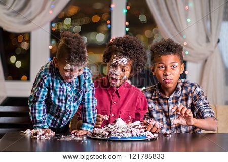 Black kids smashed a cake.