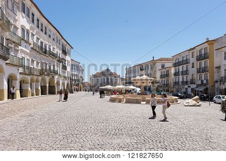 Do Giraldo Square In Evora In Portugal