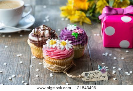 Mother's Day Cupcakes with tag, present and flowers