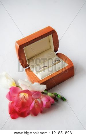 luxury amazing wedding rings in the box