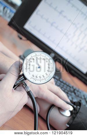Measurement of blood pressure in a hospital