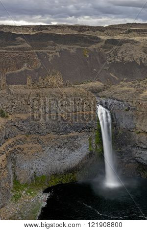 Small figures next to large Palouse Falls