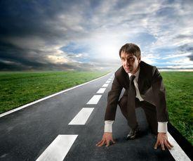 concepto de competencia: hombre de negocios a partir de un funcionamiento