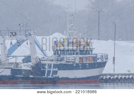 WINTER ATTACK - Snowstorm in the fishing port