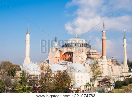 Exterior of the Hagia Sophia in Sultanahmet, Istanbul, on a sunny day.