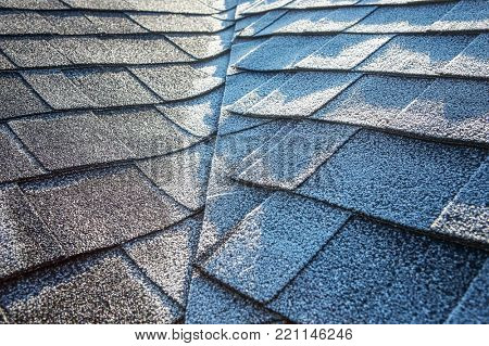 Composite roof with frost