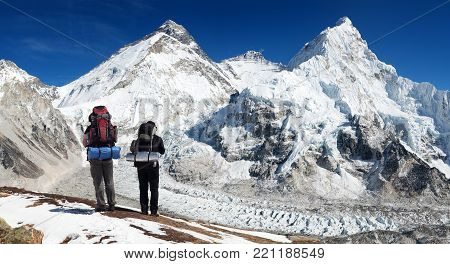 Panoramic view of Mount Everest from Pumo Ri base camp with two tourists on the way to Everest base camp, Sagarmatha national park, Khumbu valley - Nepal