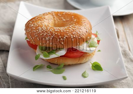 Bagel sandwich with goat cheese and vegetables