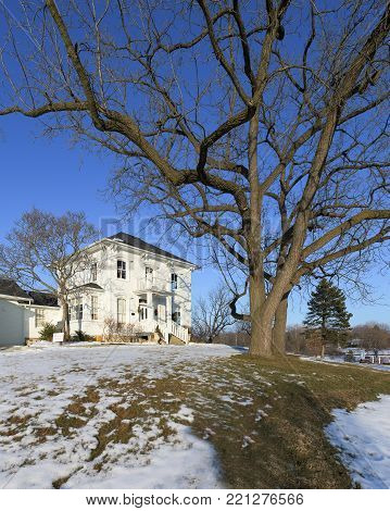 The McCord House in Palos Park, Illinois is one of the oldest buildings in the southwest suburbs of Chicago. It was built in 1834...37 years before the Great Chicago Fire