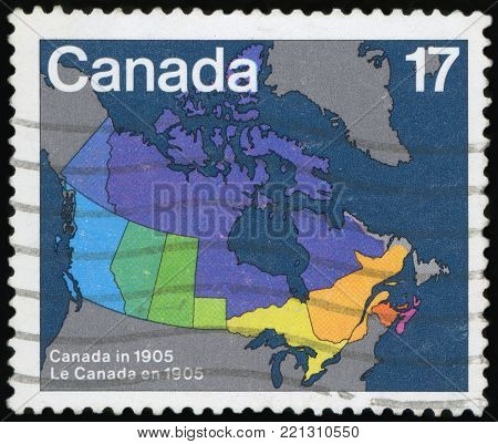 CANADA - CIRCA 1981: A stamp printed in Canada. Maps showing evolution of Canada from Confederation to present day