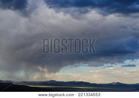 Threatening storm clouds are hanging low over mono lake, near the town of Lee Vining, in the Sierra Nevada mountain range. Sierra Nevadas, Eastern California, USA.
