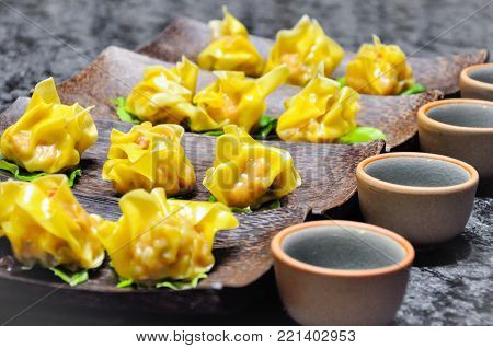 Dim sum dishes are usually served with tea, and together form a full tea brunch. Dim sum traditionally are served as fully cooked, ready-to-serve dishes.