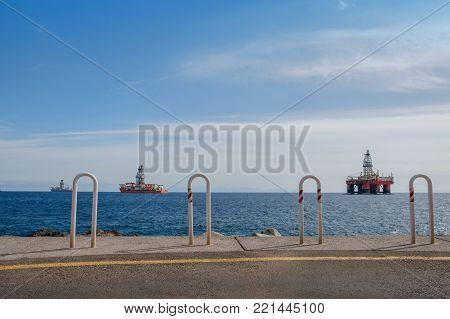 Ship And Drilling Platform ,  Offshore Drill Platform