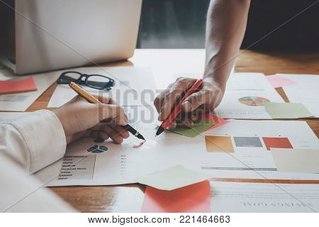 Close Up Hand Of Business Secretary  Memo Notes To Organise And Prioritise Her Tasks, Busiess Advise