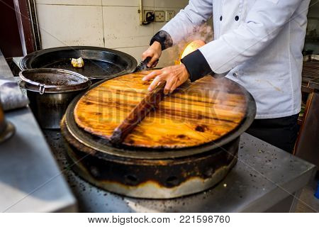 Sheng Jian Bao and Guo Tie being cooked - Dumpling pan - covered