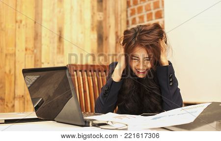 Beautiful business people are frustrated with the work done and mistakes that make the organization lose enormous profits. She is very stressed. Business ideas are a fatal mistake.