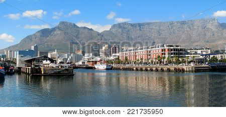 FROM CAPE TOWN SOUTH AFRICA, THE VICTORIA AND ALFRED WATERFRONT, WITH TABLE MOUNTAIN IN THE BACK GROUND 01