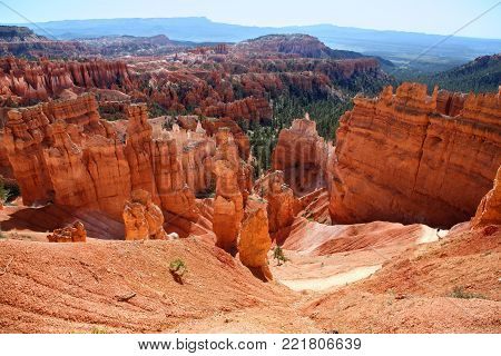 View of the hoodoo filled landscape along Navajo Trail in Bryce Canyon National Park