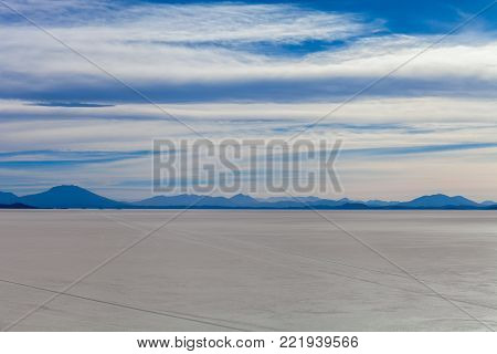 Salar de Uyuni. landscape, extensive view to the horizon at sunset. Bolivia. Stock photo