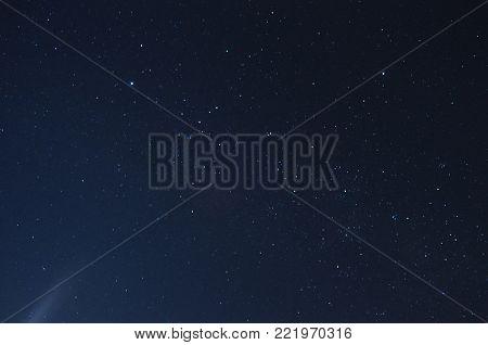 foto tomada en larga exposicion del cielo misionero
