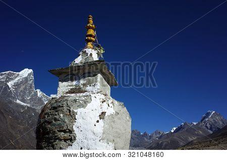 Old buddhist stupa on the Everest trek near Dingboche village in Himalayas mountains with view of Tabuche peak (6367 m), Sagarmatha national park, Solukhumbu, Nepal