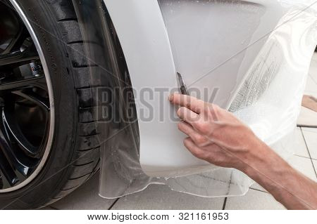 Retrofitting The Car With A Solid Transparent Protective Film, The Master Makes An Incision With A K