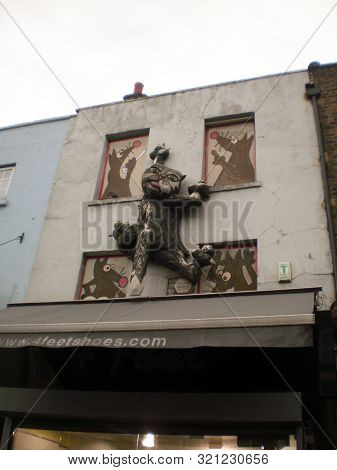 Nice Facades Of Shops Phenomenally Decorated With A Giant Cat In The Camden District In London. Dece