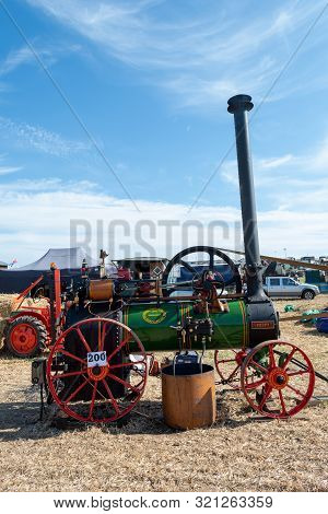 Blandford Forum.dorset.united Kingdom.august 24th 2019.a Restored Ransomes Sims And Jefferies Tracti