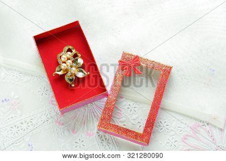 Cubic Zirconia Gemstones, Various Color Gemstones And Pearl