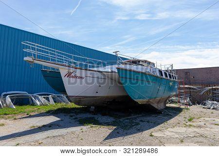 Benton Harbor, Michigan, Usa - May 4, 2019: Old Trimaran Under Restoration At A Shop
