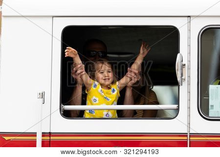 Louisville, Kentucky, Usa - May 2, 2019: The Pegasus Parade, Firefighter Playing With His Daugther I