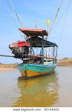 fishing tailboat