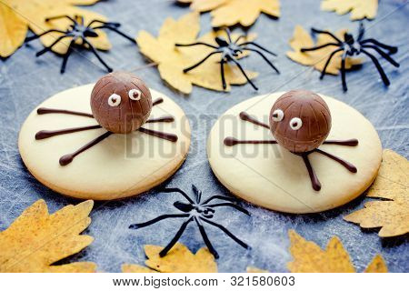 Halloween Spider Cookies - Funny Treats For Kids For Halloween Holiday