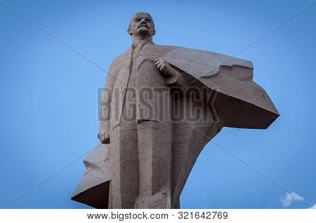 Tiraspol, Transnistria, Moldova. August 24, 2019. Vladimir Lenin Statue In Front Of The Supreme Coun