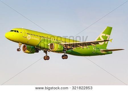 Moscow, Russia - June 20, 2019: Aircraft Airbus A320-214 Vq-bpn Of S7 Siberia Airlines Landing At Do