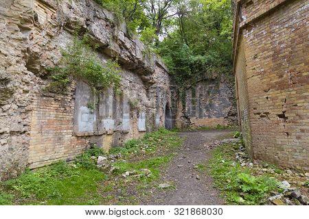 Tarakaniv ( Dubno) Ruined Fortress, Fortification. Tarakanivsky Fort, Overgrown With Trees. Ukraine.