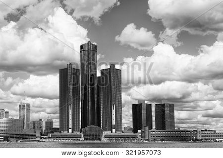 Detroit, Michigan/united States - September 2019: The Detroit Cityscape Across The Detroit River On