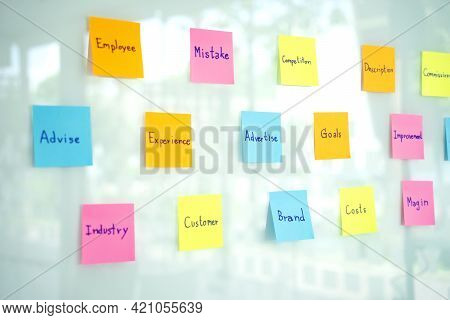 Lots Of Sticky Note Paper Get Stuck On The Glass For Group Of Staff To Find The Ideal In  Business P