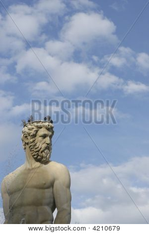 Fountain Of Neptune Statue Against Sky