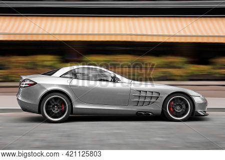 Kiev, Ukraine - September 2, 2017: Mercedes-benz Slr Mclaren 722 Edition In Motion