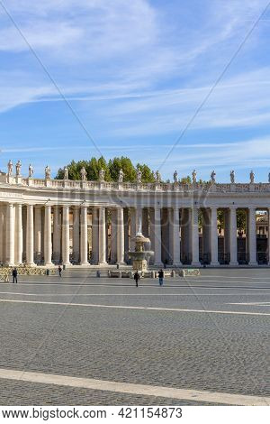 Vatican, Rome, Italy - October 9, 2020: Colonnade And Fountain On St.peter's Square In Front Of Sain